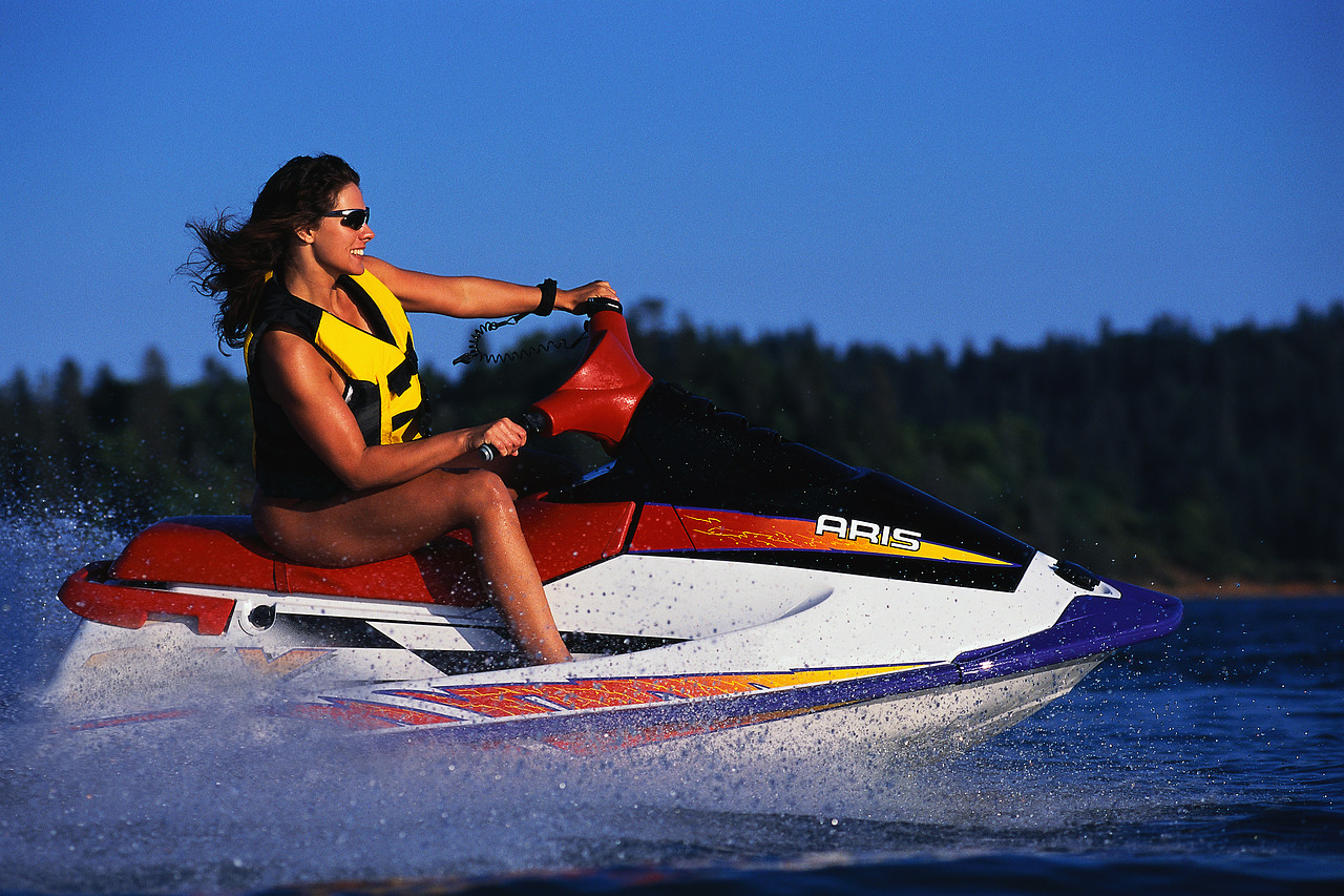 FAQs about Adult PFDs for Boating and Water Sports